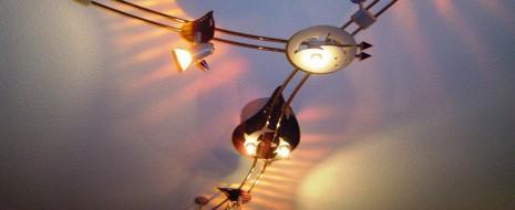 Egal für welche Art der Einrichtung man sich entscheidet – modern, stillvoll oder knallig bunt – Möbel werden erst durch die richtige Beleuchtung in Szene gesetzt. Lampen werden angebracht, um […]