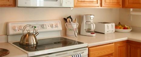 Bei der Planung einer Einbauküche stellt man oft fest, dass bauliche Voraussetzungen die Bedingungen für die Einrichtung einer Küche vorgeben. Stromleitungen, Steckdosen und Wasseranschluss erzwingen oftmals den Platz für die […]